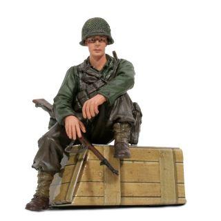 1/16 figurka sedícího vojáka U.S. 1st Infantérie z 2 sv. války, ručně malovaný