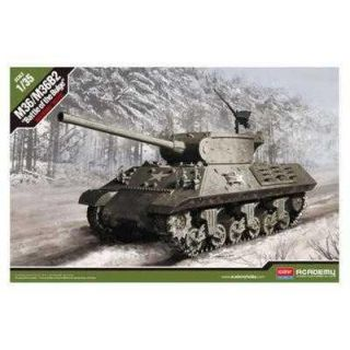 "Model Kit tank 13500 - M4A3 (76)W ""Battle of Bulge"" (1:35)"