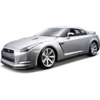 Bburago Nissan GT-R 2009 1:18 stříbrná