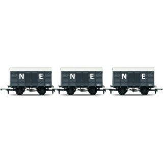 Set tří nákladních vagónů HORNBY RAILROAD R6831 - Box Vans