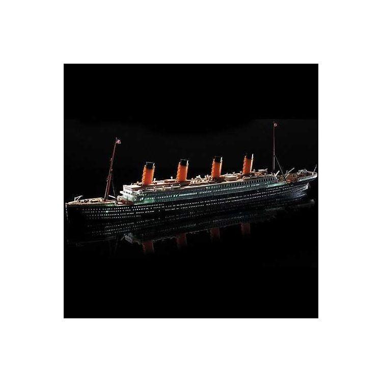 Model Kit loď 14220 - R.M.S. TITANIC + LED SET MCP (1:700)