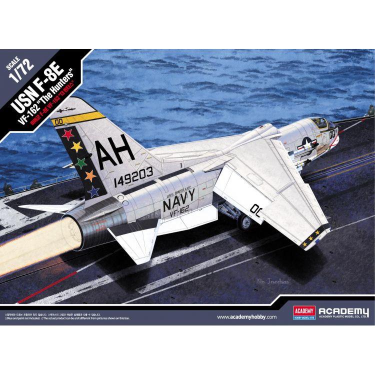 "Model Kit letadlo 12521 - USN F-8E VF-162 ""The Hunters"" (1:72)"