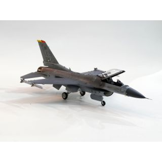 Tamiya US F-16CJ Fighting Falcon 1:72